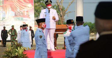 Wakil Bupati Lampung Timur, Azwar Hadi Menjadi Inspektur upacara penurunan Bendera HUTRI KE 76